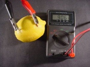 Measuring the voltage with a multimeter